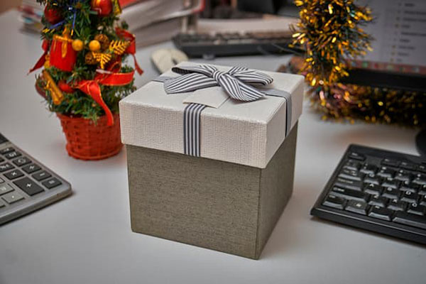 Gift Ideas for Your Payroll Outsourcing Customers